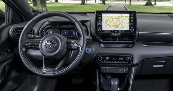 Toyota yaris hybrid 1.5 style private lease dashboard